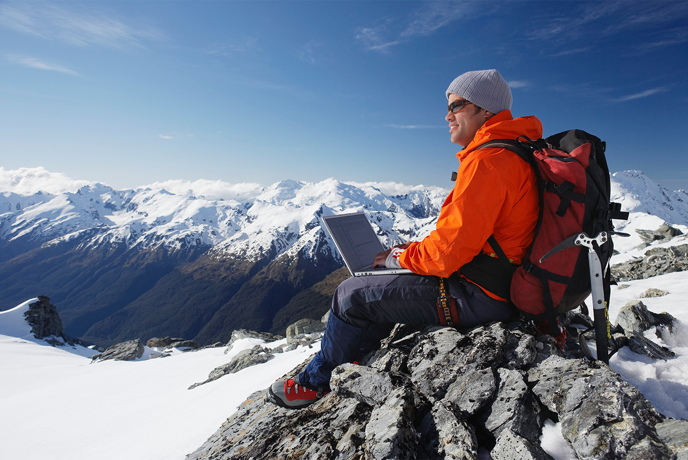 Mountaineer_using_laptop_187x125